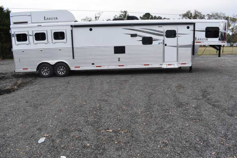 #01447 - New 2019 Lakota Charger 8317SRBGLQUG 3 Horse Trailer with 17' Short Wall