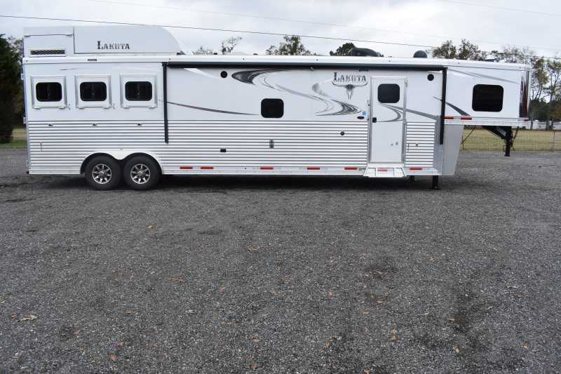 #01499 - New 2019 Lakota 8316SRGLQUG 3 Horse Trailer  with 16' Short Wall