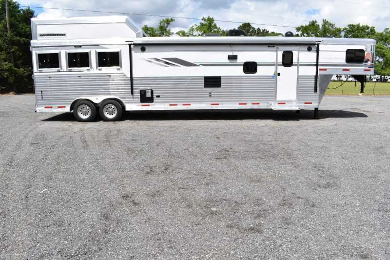 #01535 - New 2019 SMC SL8318SCEB 3 Horse Trailer with 18' Short Wall