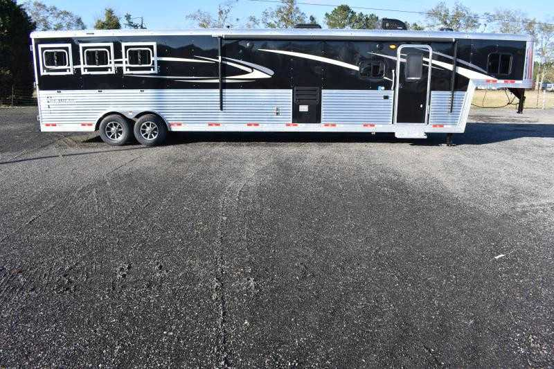 #08947 - New 2019 Bison Premiere 8317SSDS 3 Horse Trailer  with 17' Short Wall
