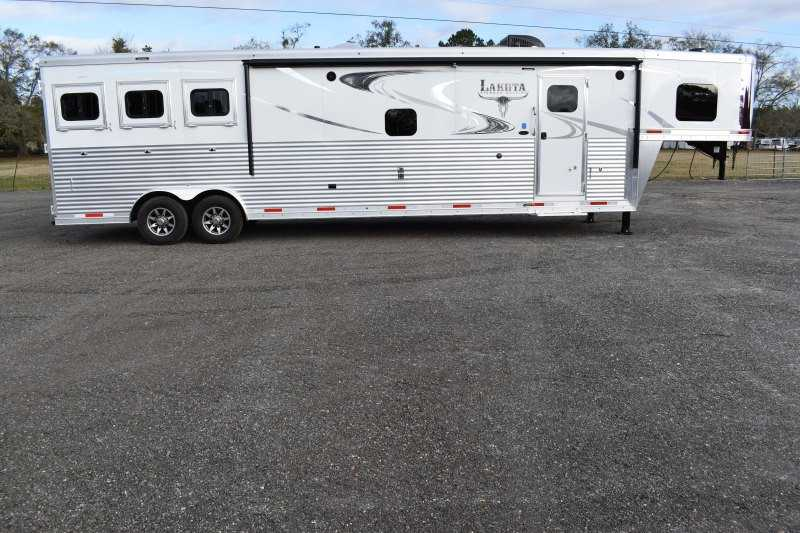 #01587 - New 2019 Lakota BIGHORN 8316SRGLQ 3 Horse Trailer  with 16' Short Wall