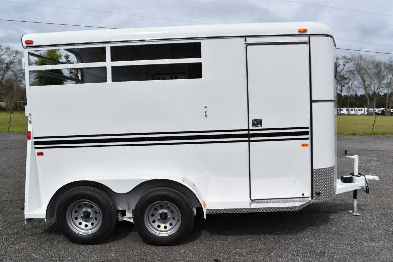 #77975 - New 2019 Bee 2HBPSLDLX 2 Horse Trailer with 2' Short Wall
