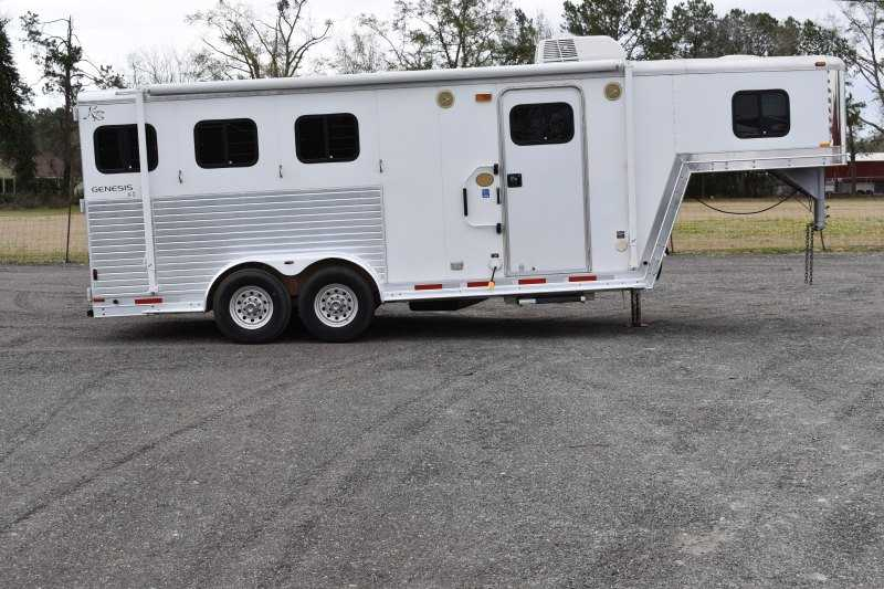 #40648 - Used 2001 Kiefer Built 305 Weekender LQ 3 Horse Trailer with 5' Short Wall