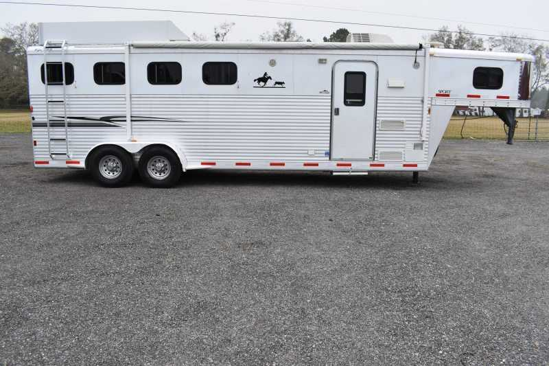 #39011 - Used 2007 Exiss 7408LQ 4 Horse Trailer with 8' Short Wall