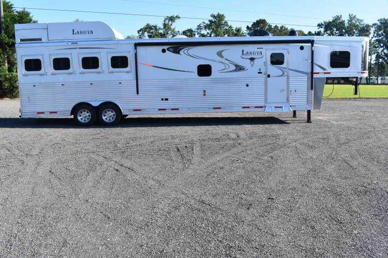 #00071 - New 2020 Lakota 8416SRGLQUG 4 Horse Trailer  with 16' Short Wall