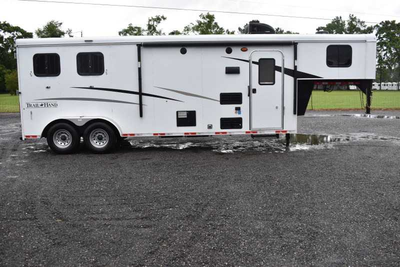 #09046 - New 2020 Bison Trail Hand 7209 2 Horse Trailer with 9' Short Wall