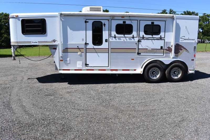 #A0674 - Used 1998 Sundowner Sunlite 7207LQ 2 Horse Trailer  with 7' Short Wall