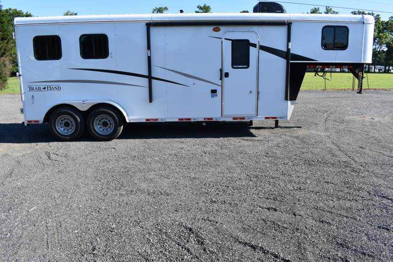 #09057 - New 2020 Bison Trail Hand 7207 2 Horse Trailer with 7' Short Wall