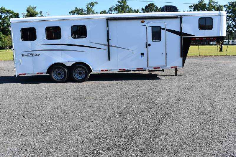 #09061 - New 2020 Bison Trail Hand 7307 3 Horse Trailer  with 7' Short Wall
