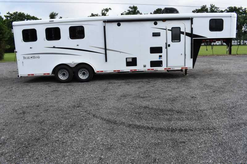 #09079 - New 2020 Bison Trail Hand 7309 3 Horse Trailer  with 9' Short Wall