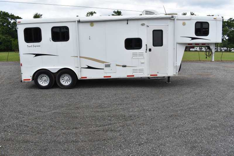 #00333 - Used 2009 Bison Trail Express 8208LQ 2 Horse Trailer with 8' Short Wall