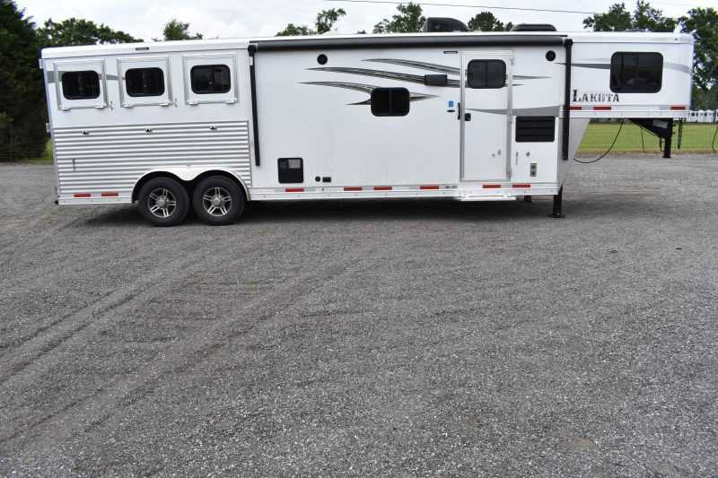 #00332 - New 2020 Lakota 8311RKGLQ Charger 3 Horse Trailer with 11' Short Wall