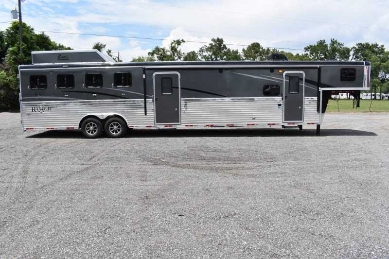 #09096 - New 2020 Bison Ranger 8411RSMTBK 4 Horse Trailer  with 11' Short Wall