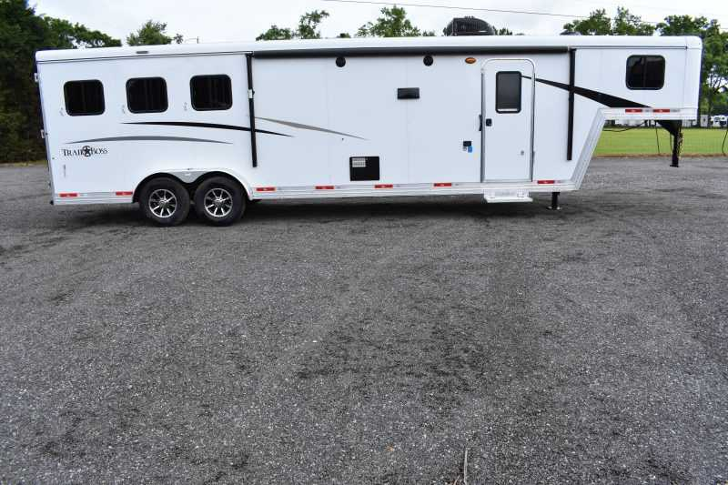 #09042 - New 2020 Bison Trail Boss 7311SO 3 Horse Trailer  with 10' Short Wall