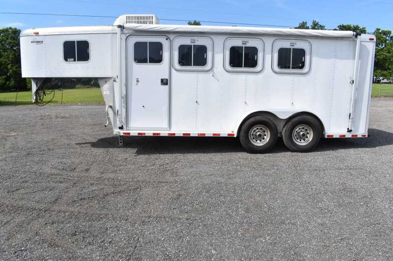 #91108 - Used 1999 Sooner 7304 GN 3 Horse Trailer  with 4' Short Wall
