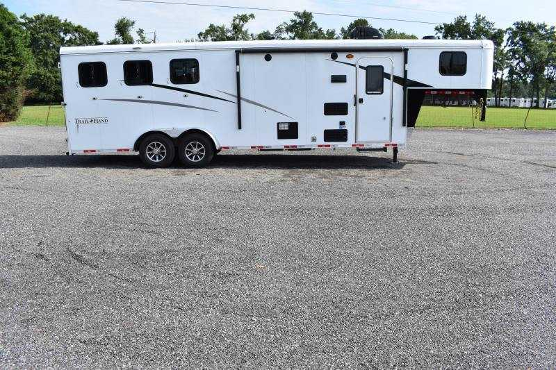 #09117 - New 2020 Bison Trail Hand 7309SO 3 Horse Trailer  with 9' Short Wall