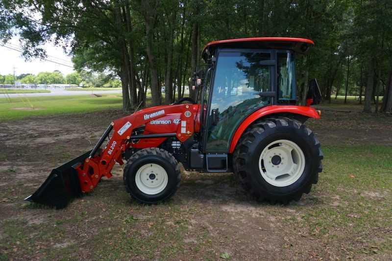 #00035 - New 2019 Branson 4225CH Tractor