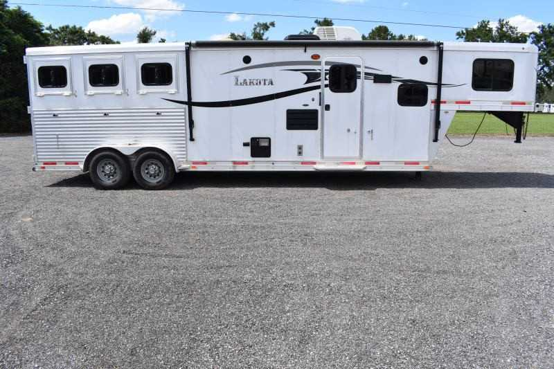 #00121 - Used 2015 Lakota charger 3 Horse Trailer  with 11' Short Wall