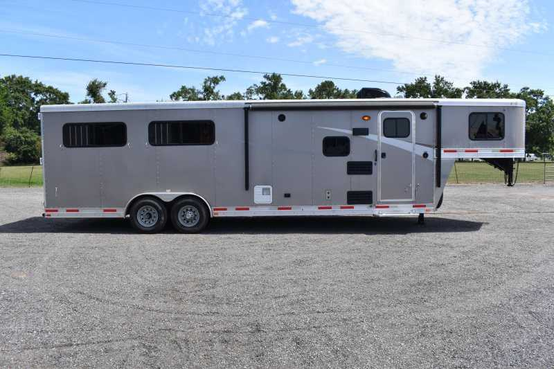 #00130 - Used 2018 Lakota 8409SO 4 Horse Trailer  with 9' Short Wall