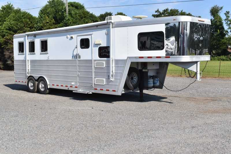 Used 2008 Bloomer 3 Horse Trailer With Living Quarters