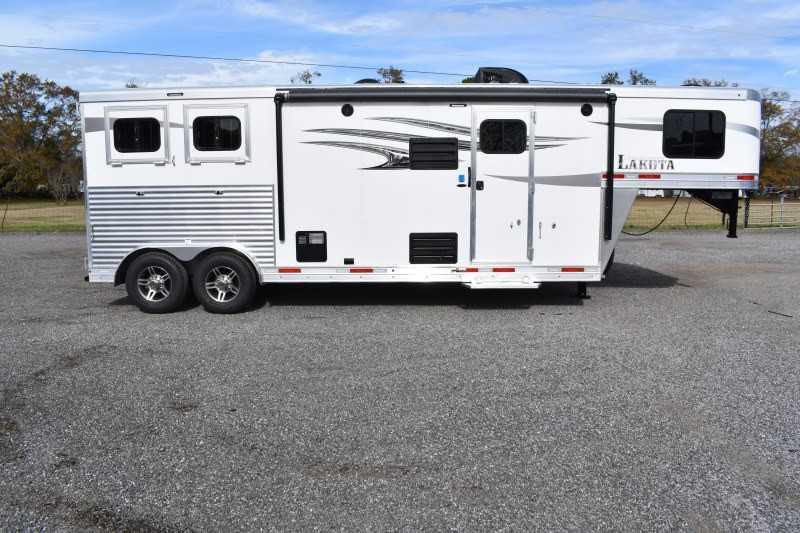 #01123 - New 2020 Lakota Charger 8209SRLQ 2 Horse Trailer  with 9' Short Wall
