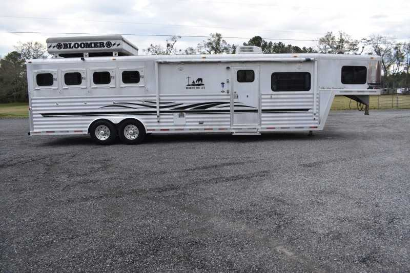 Used 2003 Bloomer 4 Horse Trailer With Living Quarters