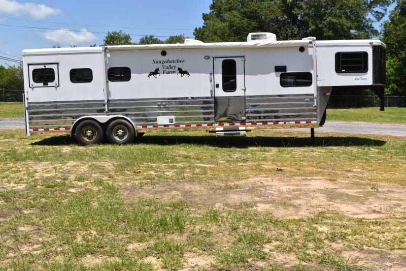 #A2692 - Used 2006 Sundowner Sunlite 3 Horse Trailer  with 12' Short Wall
