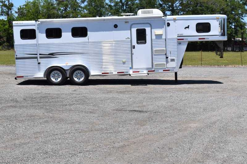 #31186 - Used 2005 Exiss ES307LQ 3 Horse Trailer  with 7' Short Wall