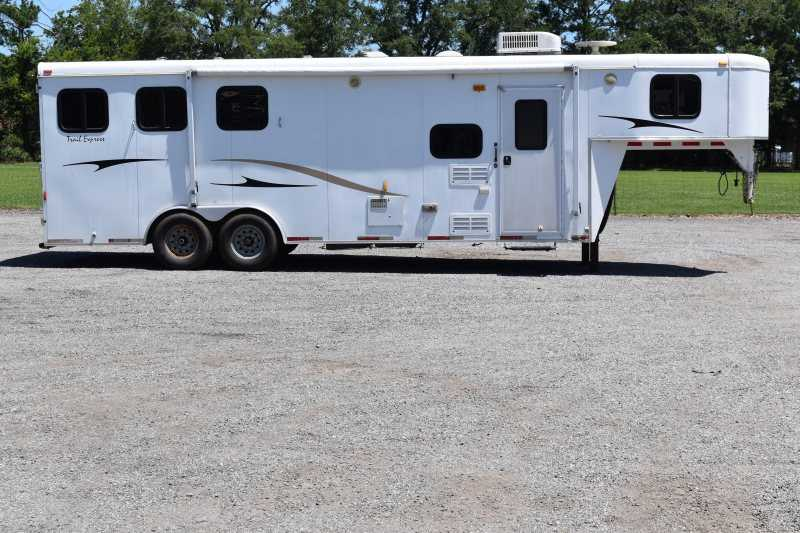 Used 2008 Bison 8309LQ 3 Horse Trailer with 9' Short Wall
