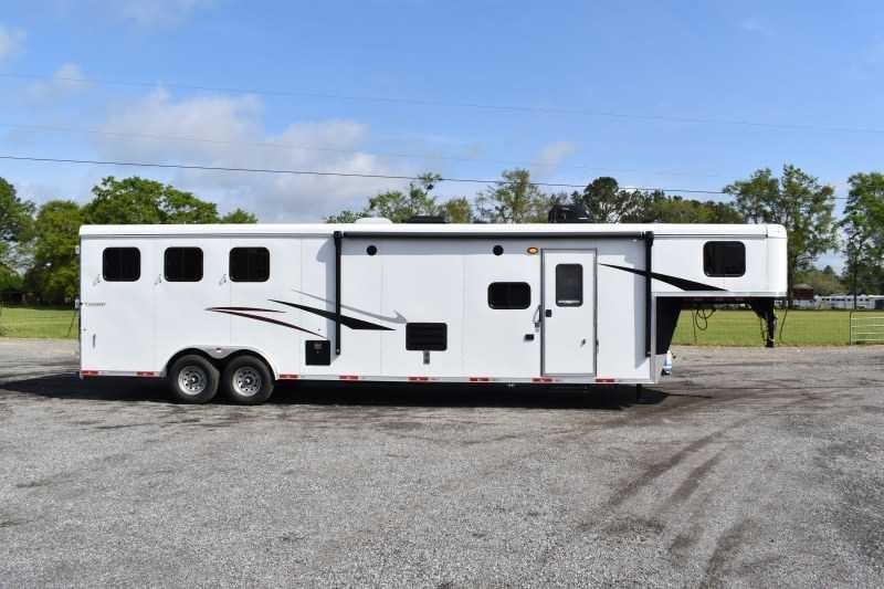 New 2021 Bison Ricochet 8313B 3 Horse Trailer with 13' Short Wall