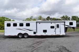 New 2021 Bison Ricochet 8413B 4 Horse Trailer  with 13' Short Wall