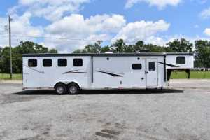 New 2022 Bison Ricochet 8413GBSO 4 Horse Trailer  with 13' Short Wall