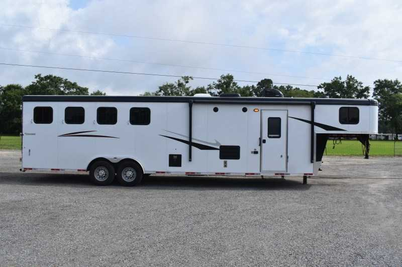 New 2022 Bison Ricochet 8411B 4 Horse Trailer with 11' Short Wall