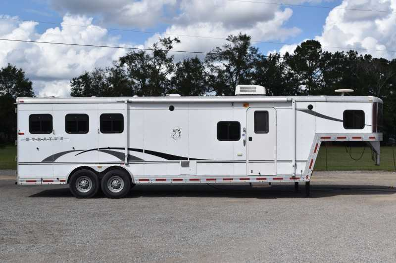 Used 2005 Bison Stratus 8310GLQ 3 Horse Trailer with 12' Short Wall