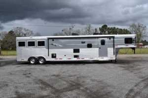 New 2021 SMC SL8318SCEB 3 Horse Trailer  with 18' Short Wall