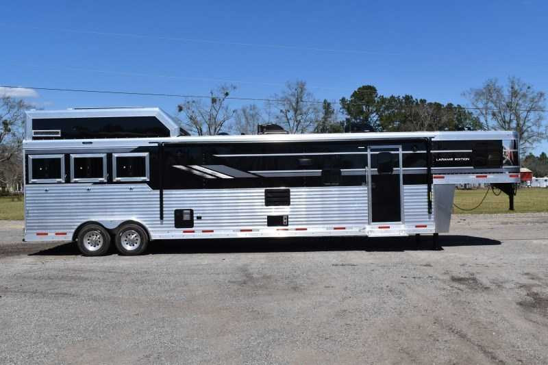 New 2021 SMC SL8318SCEBUG 3 Horse Trailer with 18' Short Wall