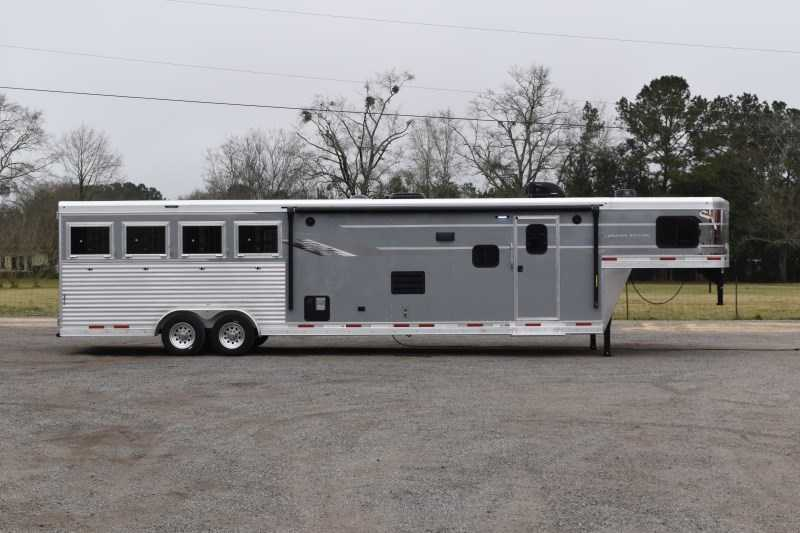 New 2021 SMC SL8413SSR 4 Horse Trailer with 13' Short Wall