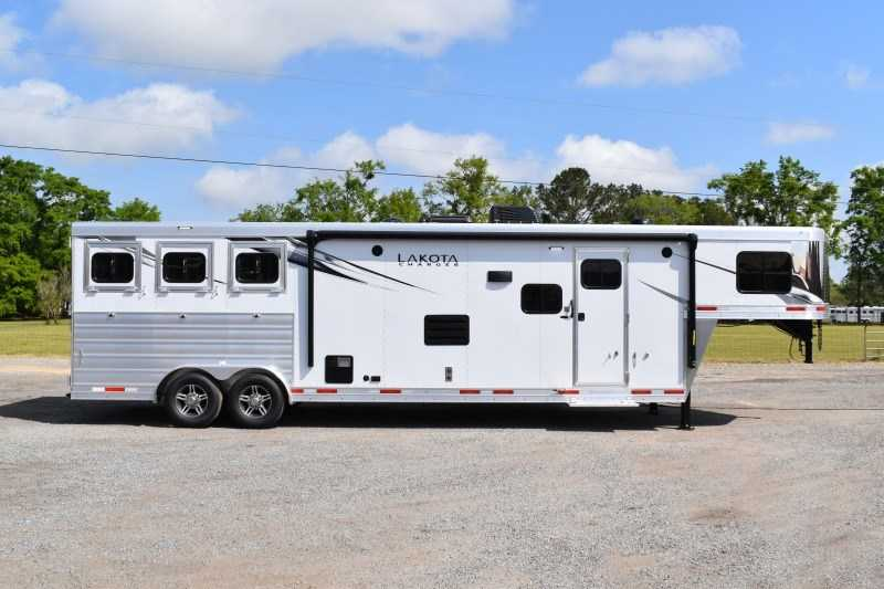 New 2021 Lakota Charger 8313SRGLQ 3 Horse Trailer with 13' Short Wall