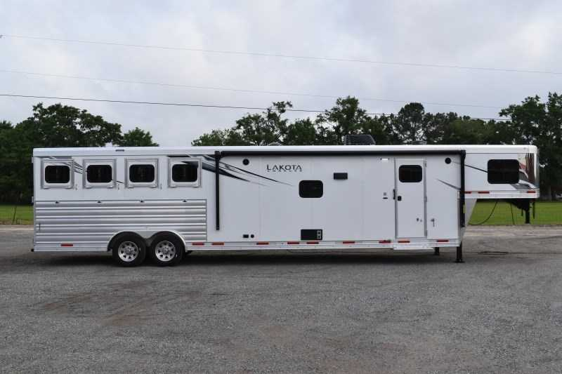 New 2021 Lakota Charger 8415SRB9GLQ 4 Horse Trailer with 15' Short Wall