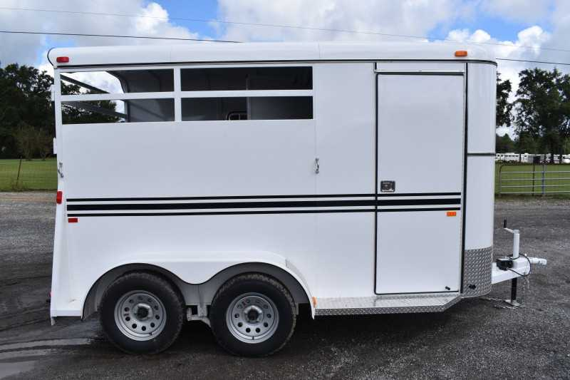 New 2022 Bee 2HBPSLDLX 2 Horse Trailer with 2' Short Wall