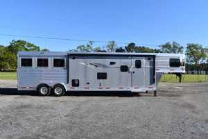 New 2021 SMC SL8313SSR 3 Horse Trailer  with 13' Short Wall