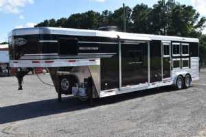 New 2022 SMC SP8313SSR 3 Horse Trailer  with 13' Short Wall