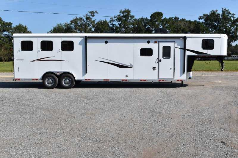 New 2022 Bison Ricochet 8313GBSO 3 Horse Trailer with 13' Short Wall