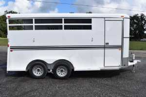 New 2022 Bee 3HBPSLDLX 3 Horse Trailer  with 2' Short Wall