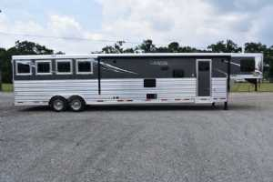 New 2022 Lakota Charger 8417SRBBLQ 4 Horse Trailer  with 17' Short Wall