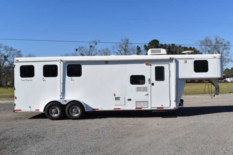 Used 2007 Bison 7308lq 3 Horse Trailer with 8' Short Wall