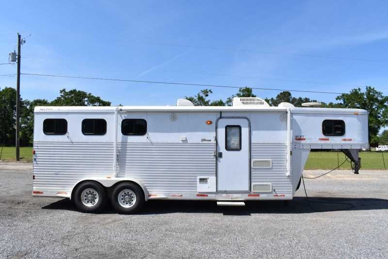 Used 2007 Exiss 7307LQ 3 Horse Trailer with 7' Short Wall