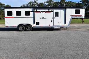 New 2022 Bison Silverado 8309B 3 Horse Trailer  with 9' Short Wall