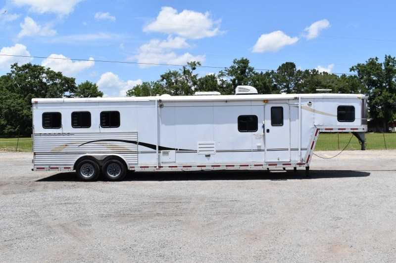 Used 2004 Bison Stratus 8314B 3 Horse Trailer with 15' Short Wall