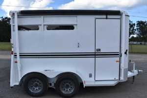 Used 2013 Bee Dixie Tuff 2 Horse Trailer  with 3' Short Wall